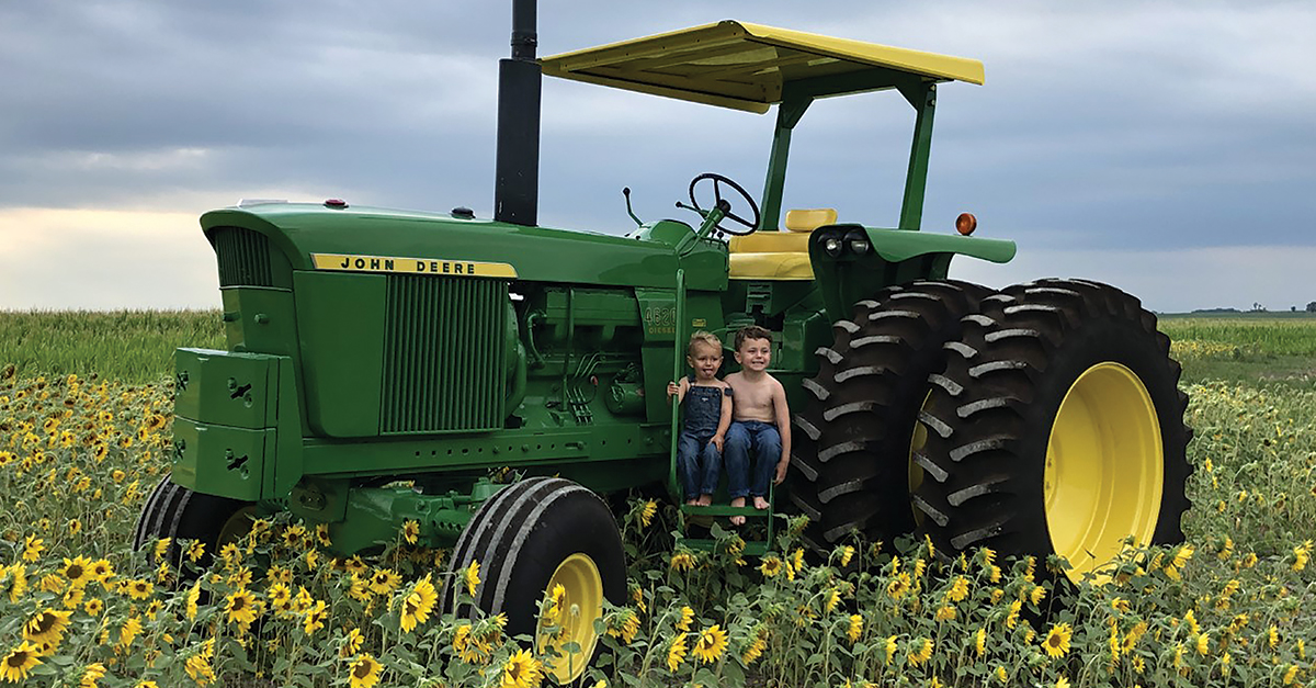 Sunflower John Deere by Craig Lemenager – Dove Kandy – IL